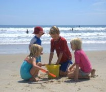 1205771_kids_on_family_beach_vacation_2